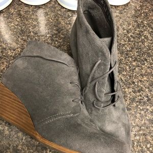 Ladies 11M suede dark grey Dakota booties